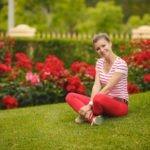 С чем носить красные брюки: лучшие дополнения