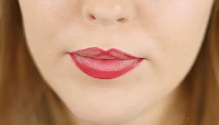 Лайфхак,как красить губы,чтобы они выглядели пухлее