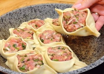 Интересное, вкусное, сочное горячее блюдо! Прекрасный обед для всей семьи.