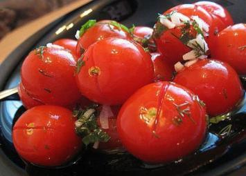 Малосольные помидоры с чесноком. Вкус изумительный