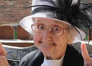 Бабушка в 84 года решила жить одна в своей «трешке», выгнав брата и его жену