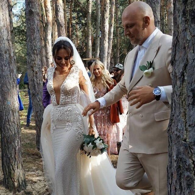 Красивые звездные невесты уходящего 2019 года и их прекрасные наряды