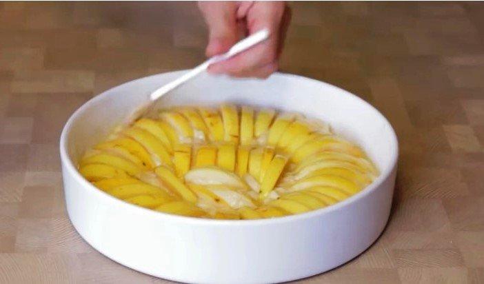 Семья требует каждый день,яблочный пирог с хрустящей корочкой