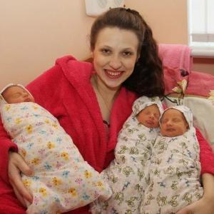 Когда его жена родила тройняшек, муж вышел за подгузниками, а вернулся, когда дети уже выросли!