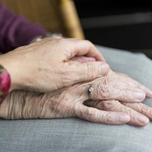 Чем больше времени Вы проведёте с родителями,тем дольше они будут жить