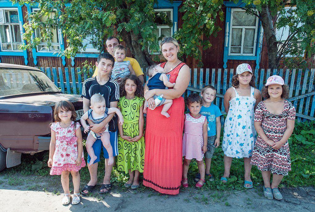 32-летняя россиянка родила 12-го ребенка. Шумная семейка!